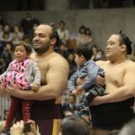 相撲の巡業の持ち物について解説。赤ちゃんと一緒でも大丈夫?
