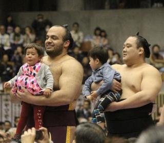 相撲の巡業の持ち物について解説...